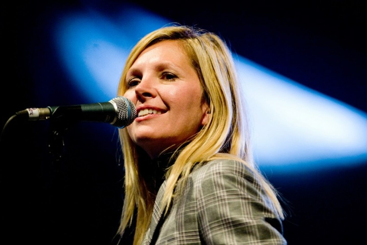 Saint Etienne's Sarah Cracknell announces solo album 'Red Kite,' shares 'On The Swings'
