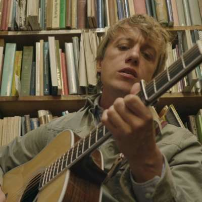 Steve Gunn airs acoustic 'Vagabond' video