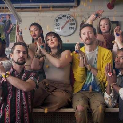Sylvan Esso dance on in the video for 'PARAD(w/m)E'