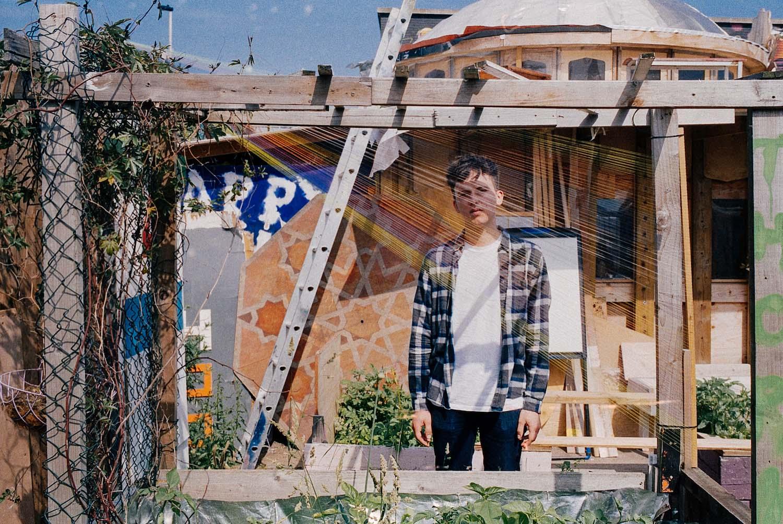 Ten Tonnes shares new track 'Cracks Between'