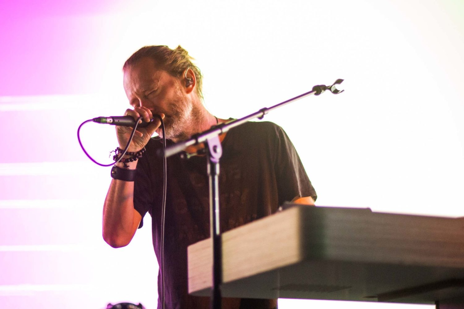 Thom Yorke and Flea play 'Atoms For Peace' on French TV
