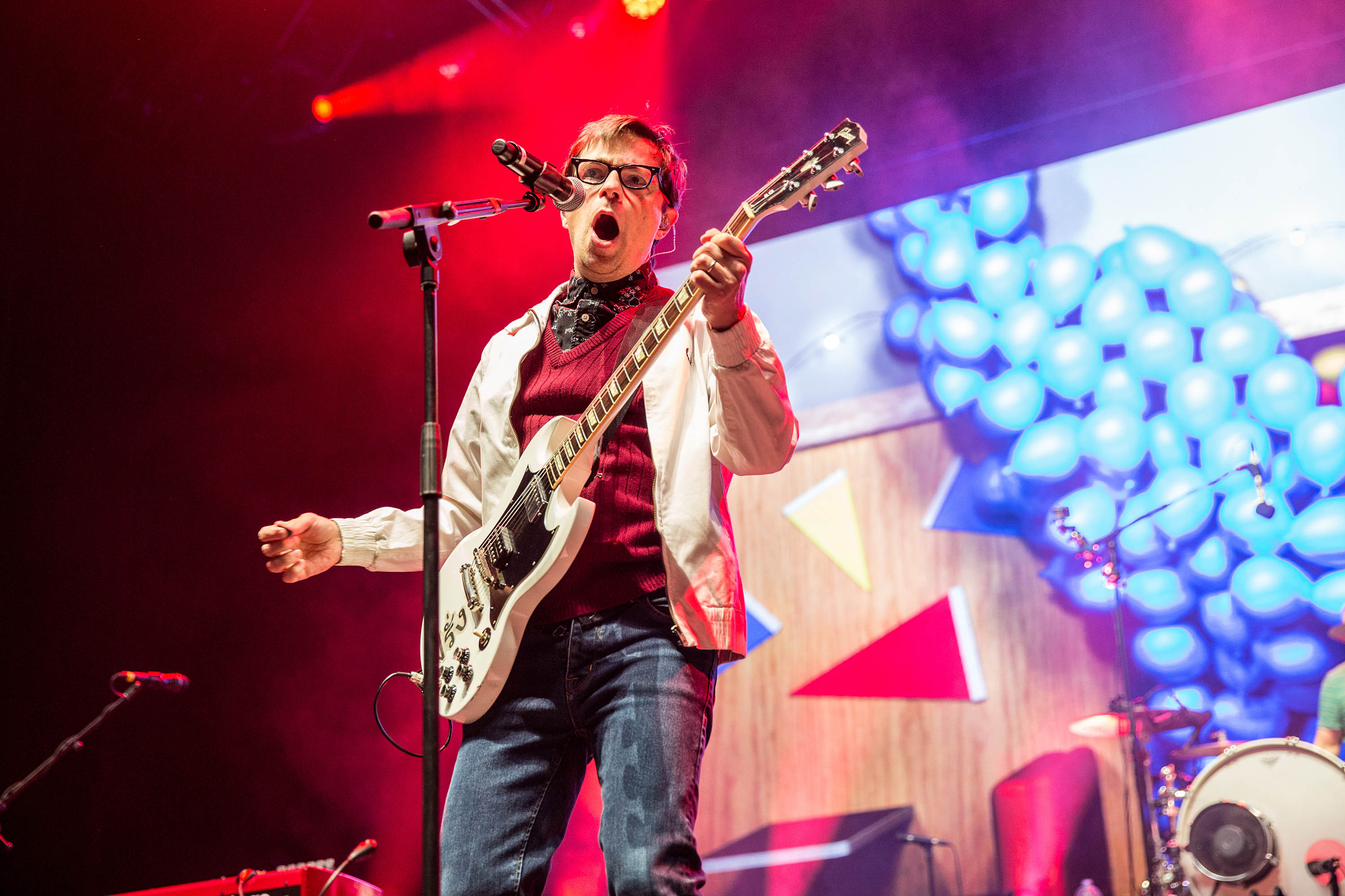 Weezer cover Blink-182's 'All The Small Things' at Riot Fest
