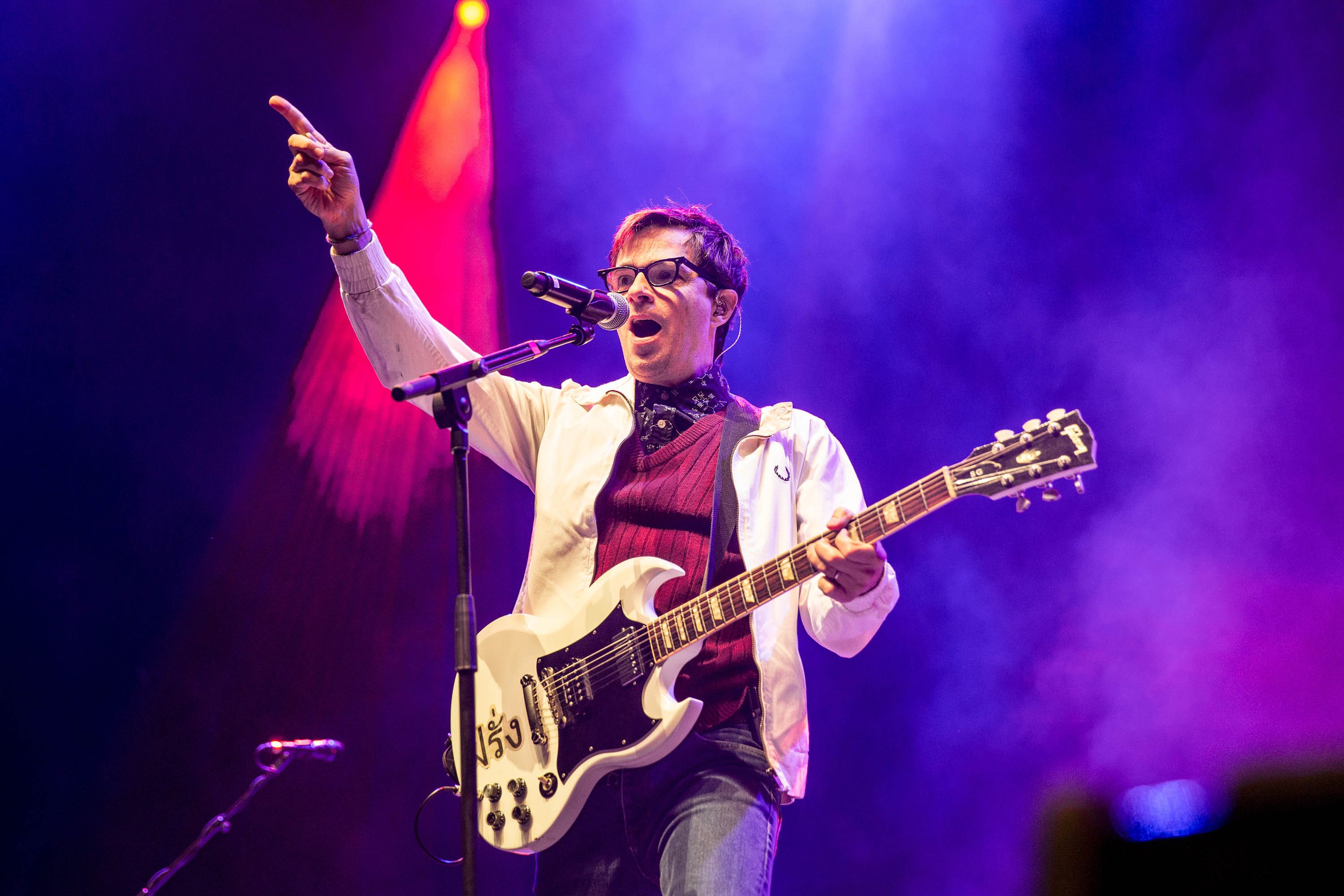 Weezer and Pixies are heading out on a co-headlining North American tour!