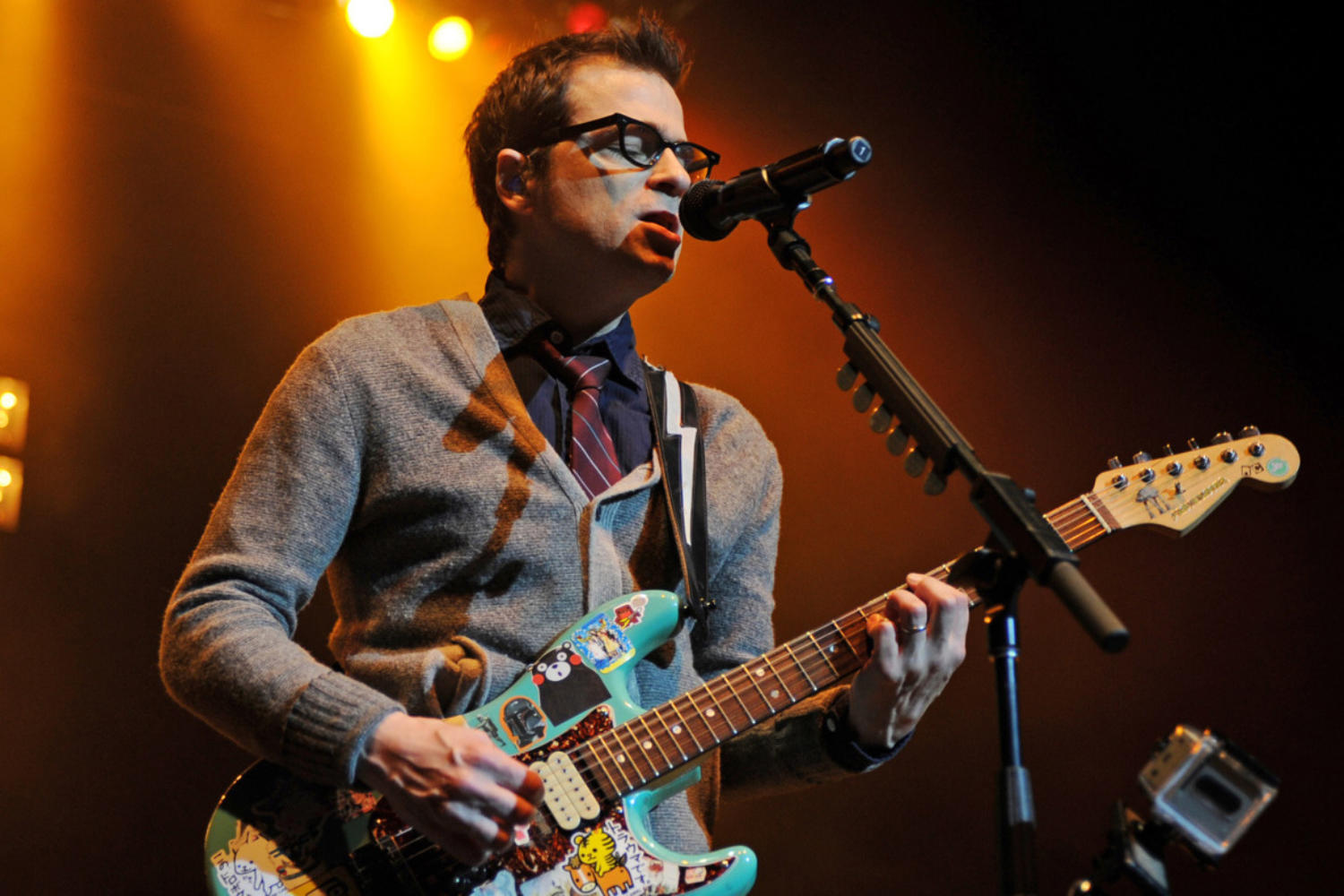 Surprise! Weezer have released an album of covers